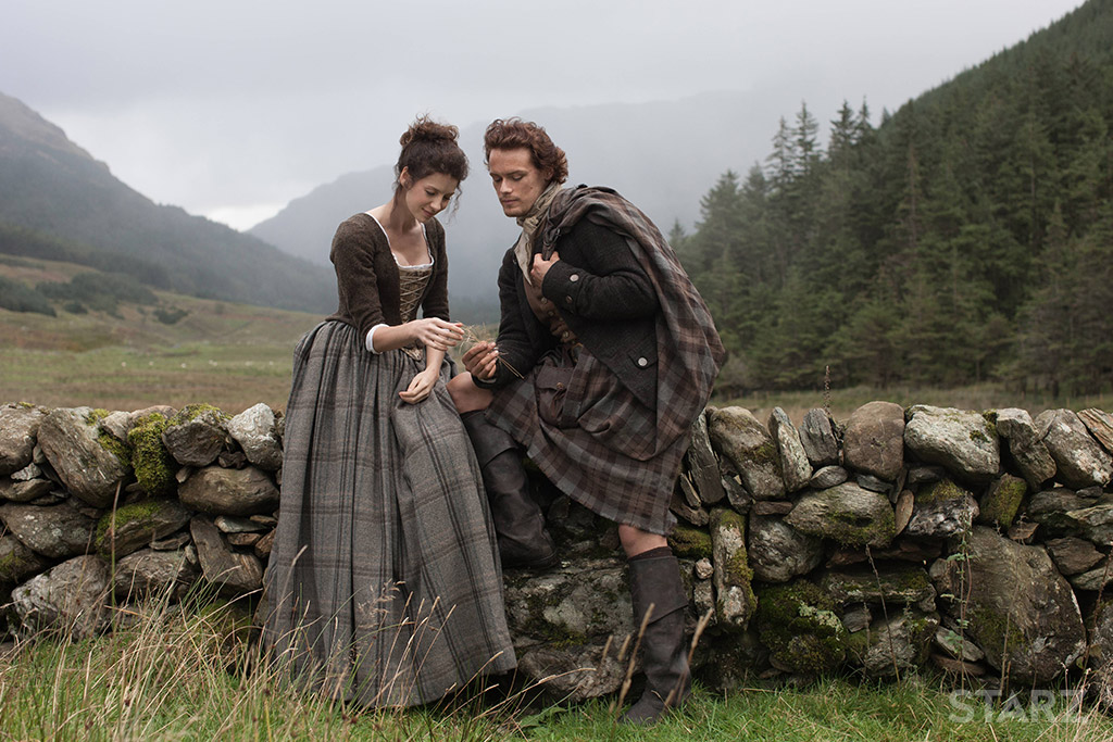 Jamie Fraser (Sam Heughans) and Claire (Caitríona Balfe) in Outlander, season 1 (2014-15)